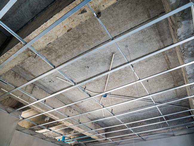 Voorkeur Gyproc plafond plaatsen: prijs, soorten en opbouw verlaagd plafond KI39